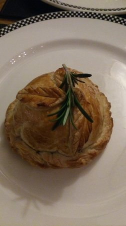 The Red Lion Public House: Beef Wellington Heaven