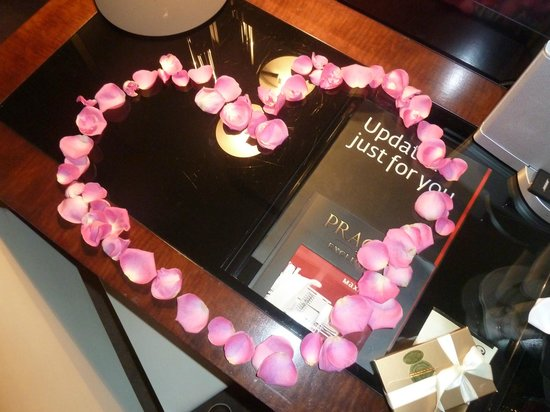 Maximilian Hotel: Love heart in petals