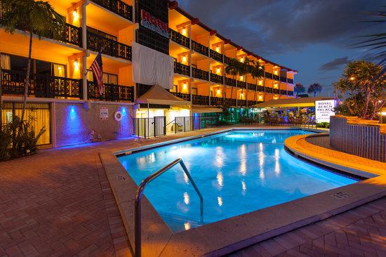 Royal Beach Palace: Heated Pool