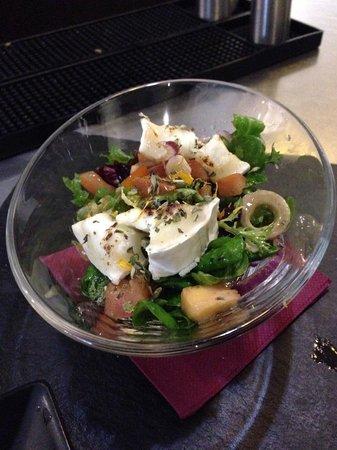 Mu Madrid : Delicious goat cheese salad!