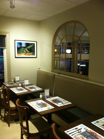 Arome Cafe Bistro: Banquettes