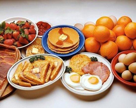 L'Arome Cafe Bistro: Full breakfast