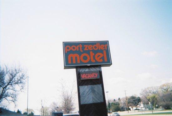 Port Zedler Motel: Port Zedler sign April 2008