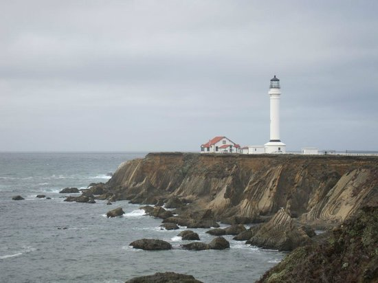 Point Arena Lighthouse & Museum : The Point Arena Lighthouse and Museum