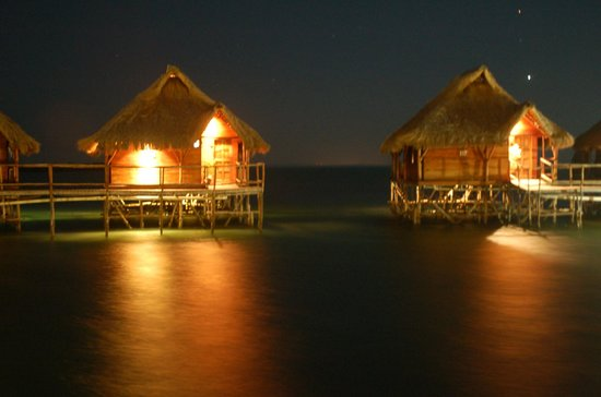 Flamingo Bay Water Lodge: Night view of our room 116