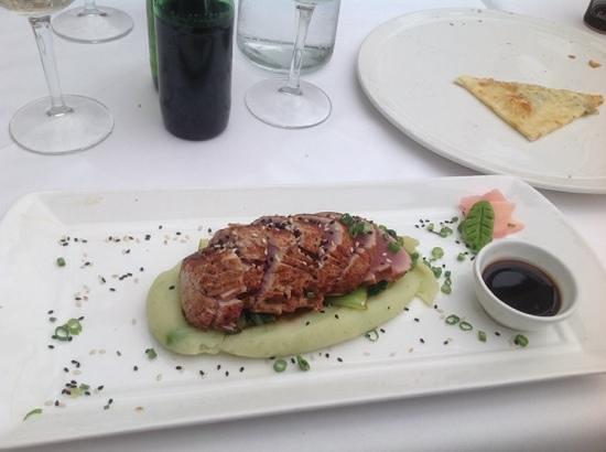 Mundo Vida: seared tuna with wasabi mash