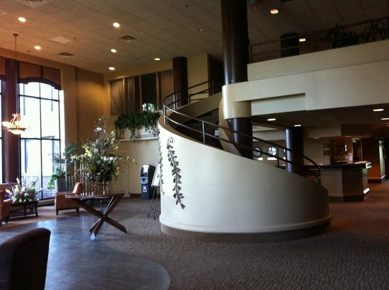 Quality Inn & Suites: Lobby was Homey