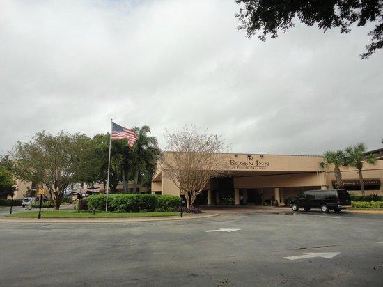 Rosen Inn at Pointe Orlando : Estacionamento e Lobby