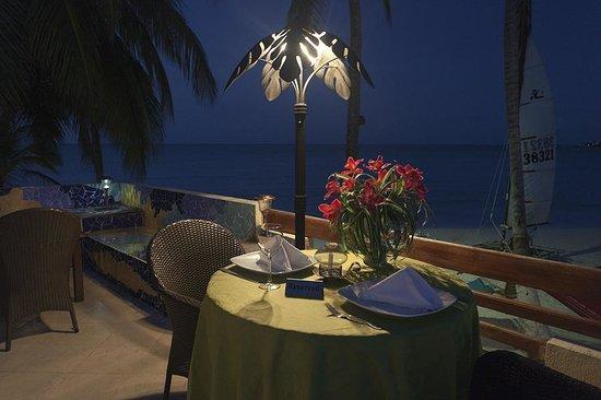 Cocoplum Beach Hotel : terraza marina