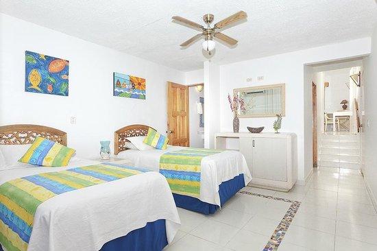 Cocoplum Beach Hotel : suite familar