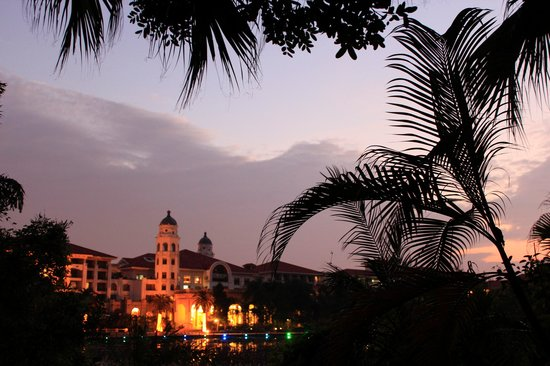 Phoenix City Hotel Guangzhou: Evening .    Ann Veligurskaya