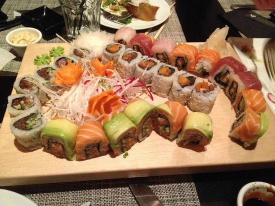 Pago Pago : Mix of Sushi