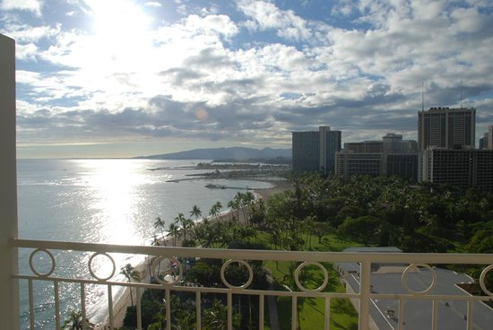 Waikiki Shore: LOVED the view!!!  This is why we stayed at the Castle!