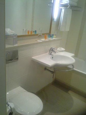 The Croke Park: Bath and sink