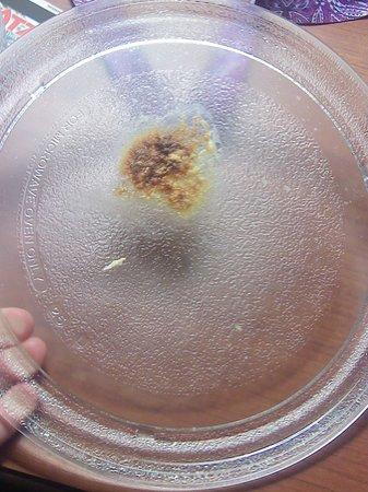 Ramada Hotel & Suites Warner Robins: burnt cheese in the microwave