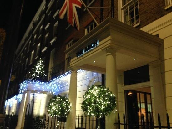 The Arch London: The christmassy entrance!