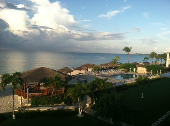 Christopher Columbus Condos: View looking right toward the pool area
