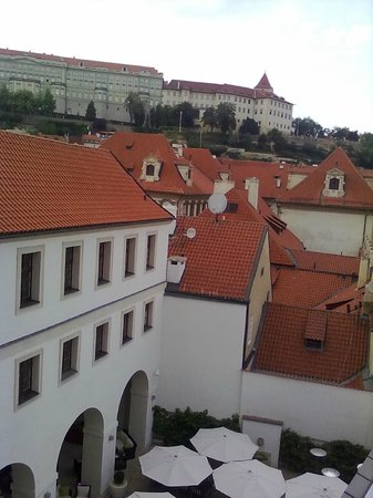 Augustine, a Luxury Collection Hotel, Prague : vista da janela do ultimo andar.