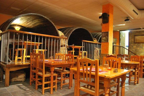 Sidreria Amets: Barricas para comer dentro