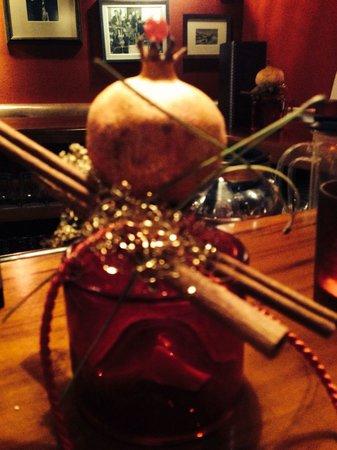 Hotel Hochschober: Liebevoll bis ins Detail - weihnachtliche Deko an der Bar