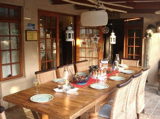 KhashaMongo Guesthouse : Terrace where we could eat and enjoy the dinner or tasty braai (african barbecue)