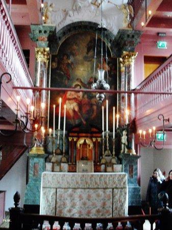 Museum Ons'Lieve Heer Op Solder: Nabij het altaar