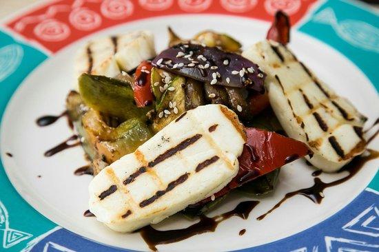 Estia Taverna: Psita lahanika -Grilled fresh vegatbles whith Halloumi