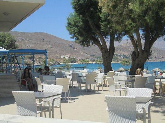 Nautilus Bay Hotel: ristorante all'aperto