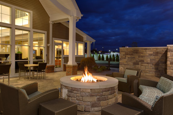 Residence Inn Springfield Chicopee: Enjoy a night by the fire
