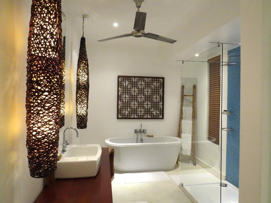The Oyster Bay Hotel: Our gorgeous bathroom