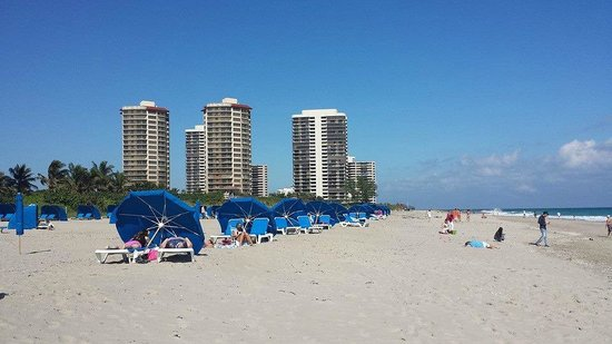 Singer Island, FL: The beach was wide and roomy, but we were not welcome!