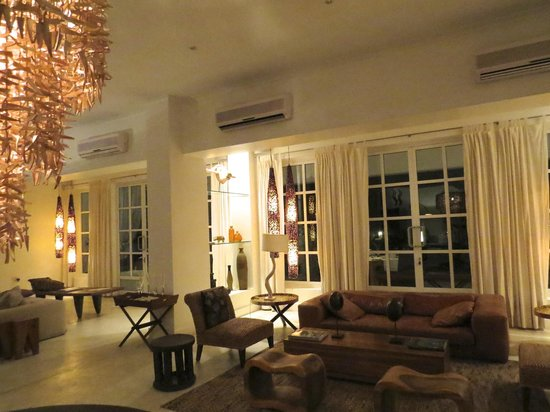 The Oyster Bay Hotel: Lobby
