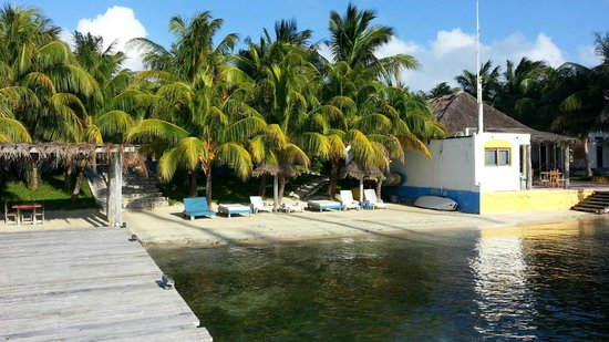 El Milagro Beach Hotel and Marina : Cute little beach but watch for glass