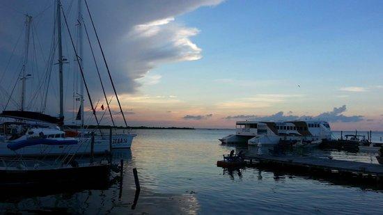 El Milagro Beach Hotel and Marina: Sunset at the marina