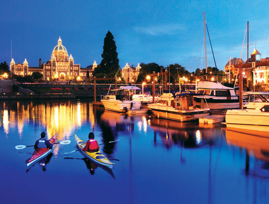 Victoria, Canada: Kayaking in the Inner Harbour
