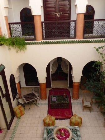 Riad Maison Belbaraka: View of courtyard