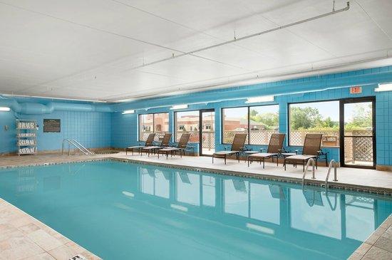 Hampton Inn Cadillac: Indoor Swimming Pool