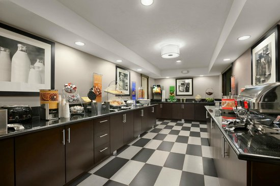 Hampton Inn Cadillac: Complimentary Breakfast Area