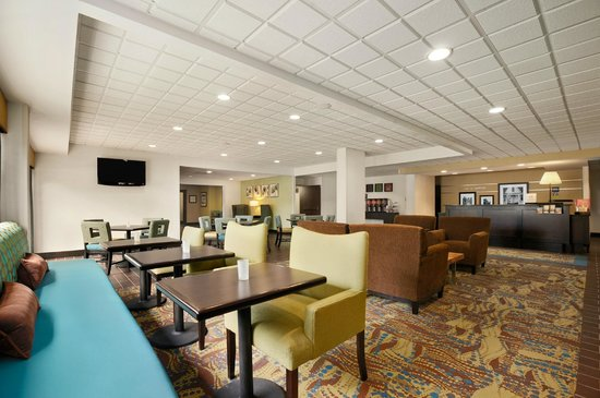 Hampton Inn Cadillac : Hotel Lobby