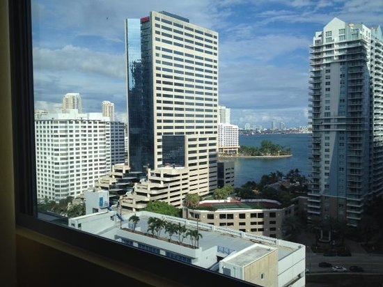 """JW Marriott Miami : """"bay view"""" may be generous"""