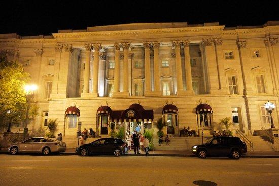Kimpton Hotel Monaco Washington DC : Hotel front by night