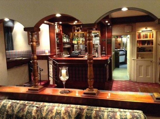 Forest Park Hotel: Bar area (front)