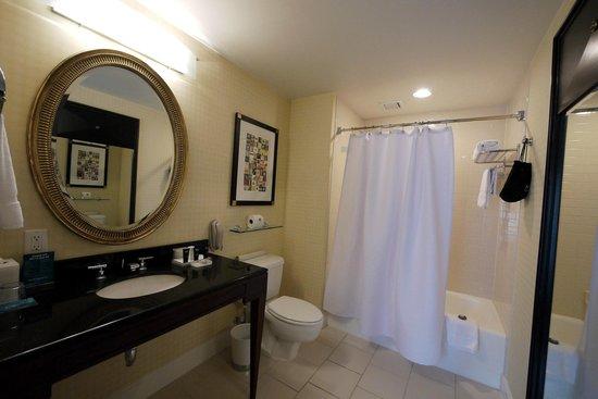 Kimpton Hotel Monaco Washington DC: Bathroom