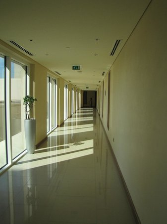 Jannah Eastern Mangroves Suites: The corridor to our suite