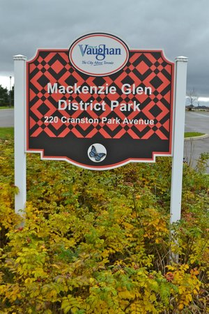 Mackenzie Glen District Park : The welcome sign