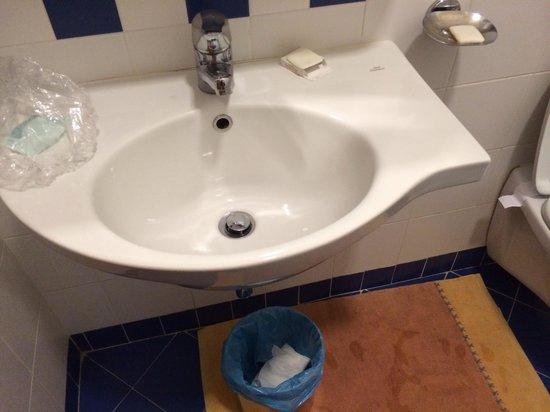 Hotel Giotto: Lavandino