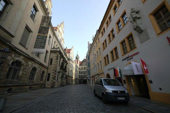 Hyperion Hotel Dresden am Schloss: Swissotel morgens um 7 Uhr