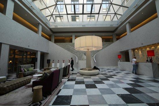 Swissotel Dresden: Hotel-Lobby