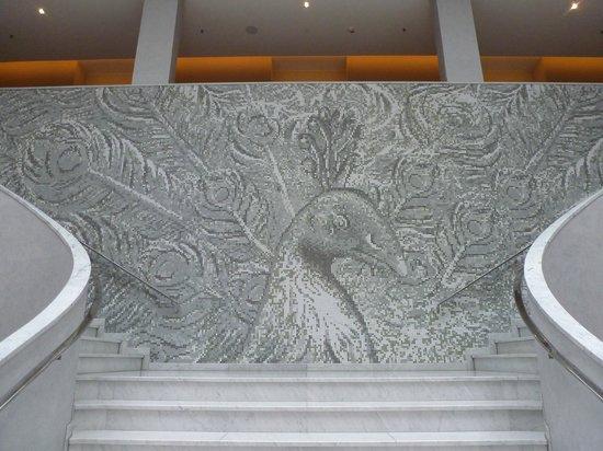 Swissotel Dresden: Wunderbares Mosaik in der Lobby