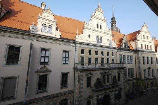 Swissotel Dresden: Blick aus dem Fenster nach rechts